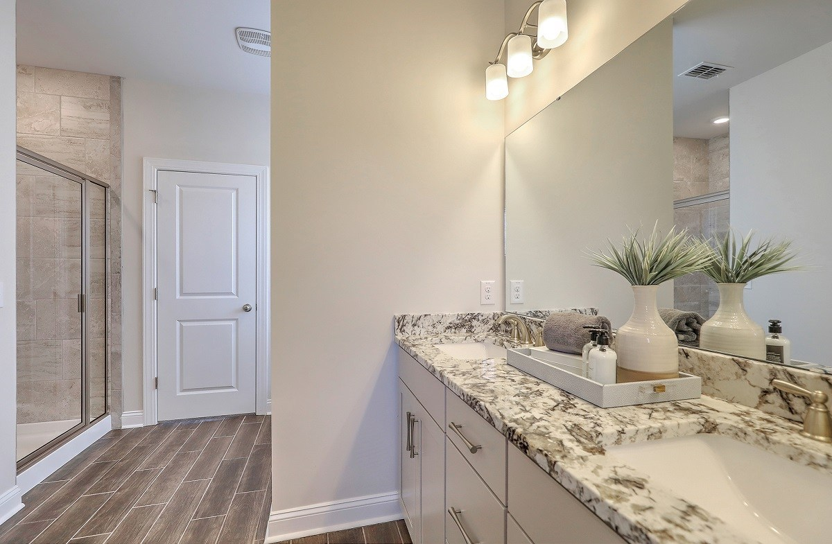 Hunt Club Lincoln luxurious master bathroom