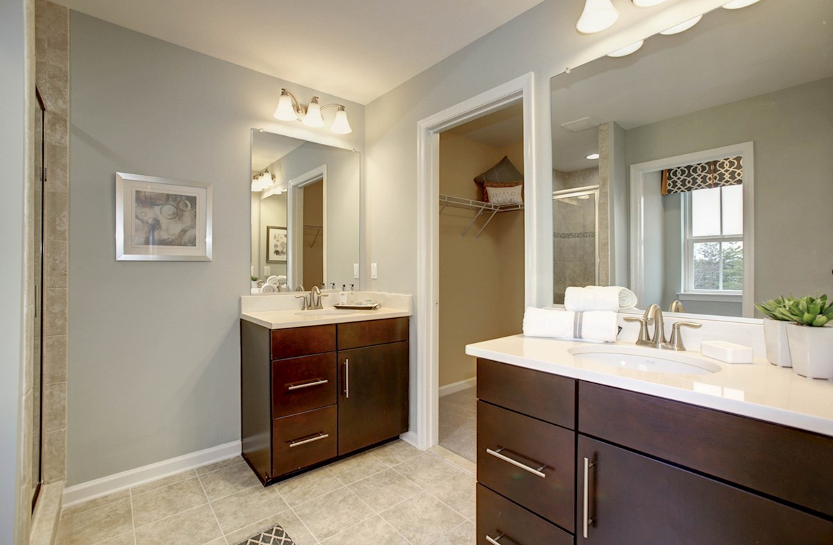 Summerfield Cardiff spacious master bathroom