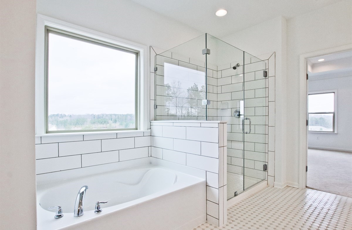 Laurel quick move-in Master bath with soaker tub