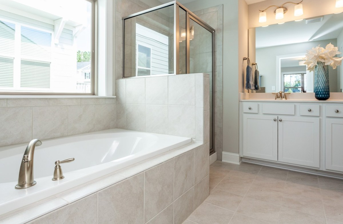 Maddan quick move-in Maddan master bathroom