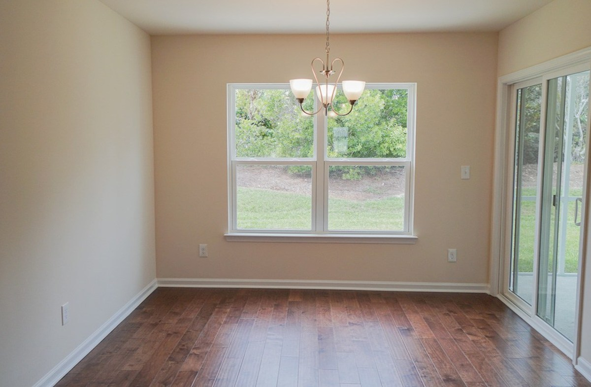 Summerton quick move-in casual dining area