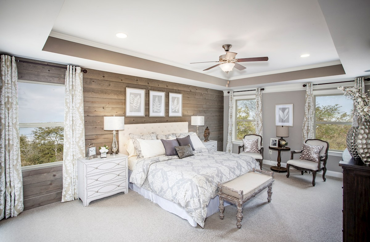 luxorious master bedroom
