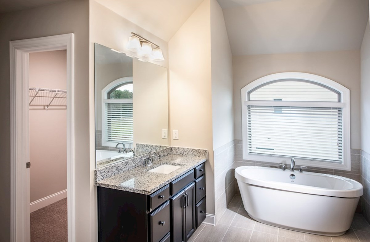 Laurelwood quick move-in Master bathroom with soaker tub