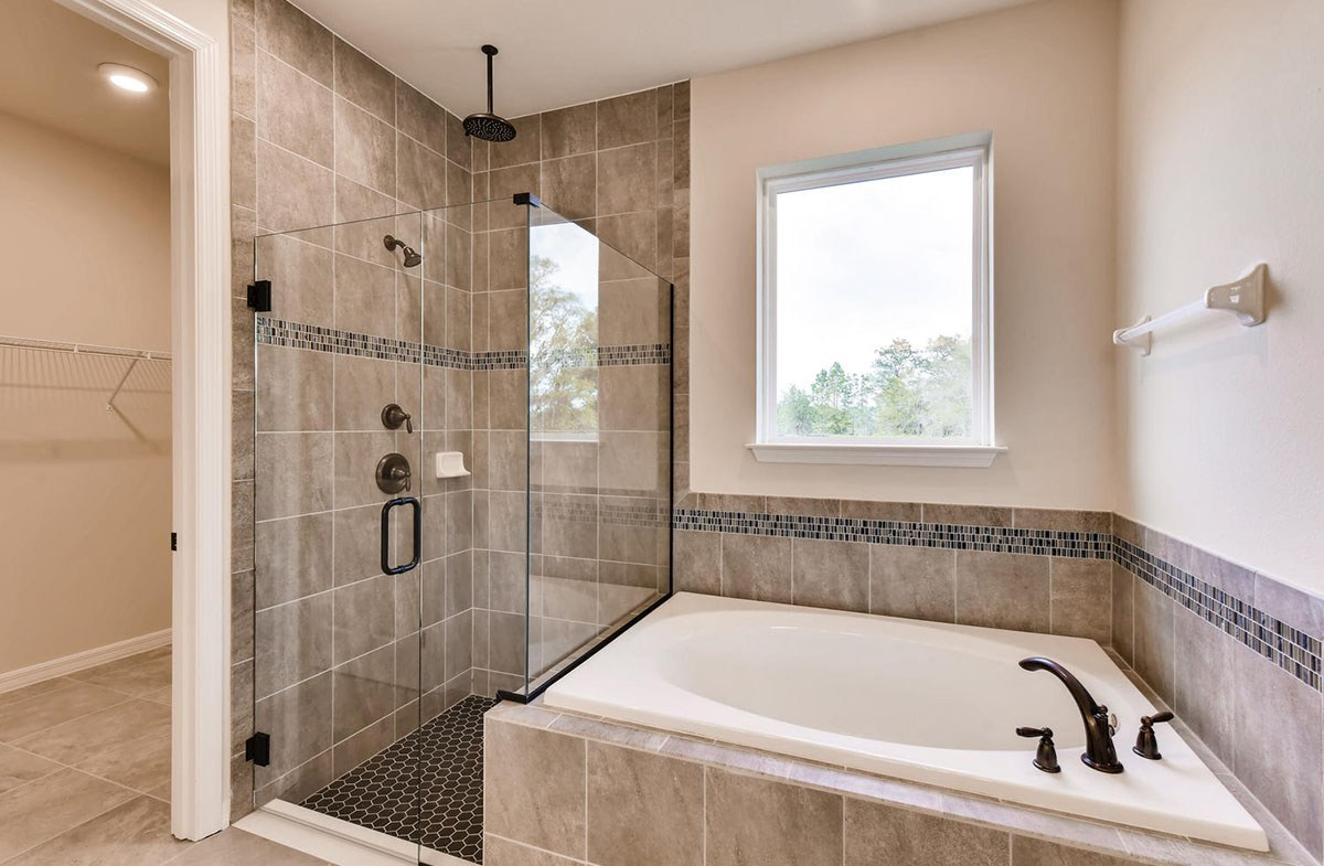 Sea Breeze quick move-in Master bath tub and shower with rain shower