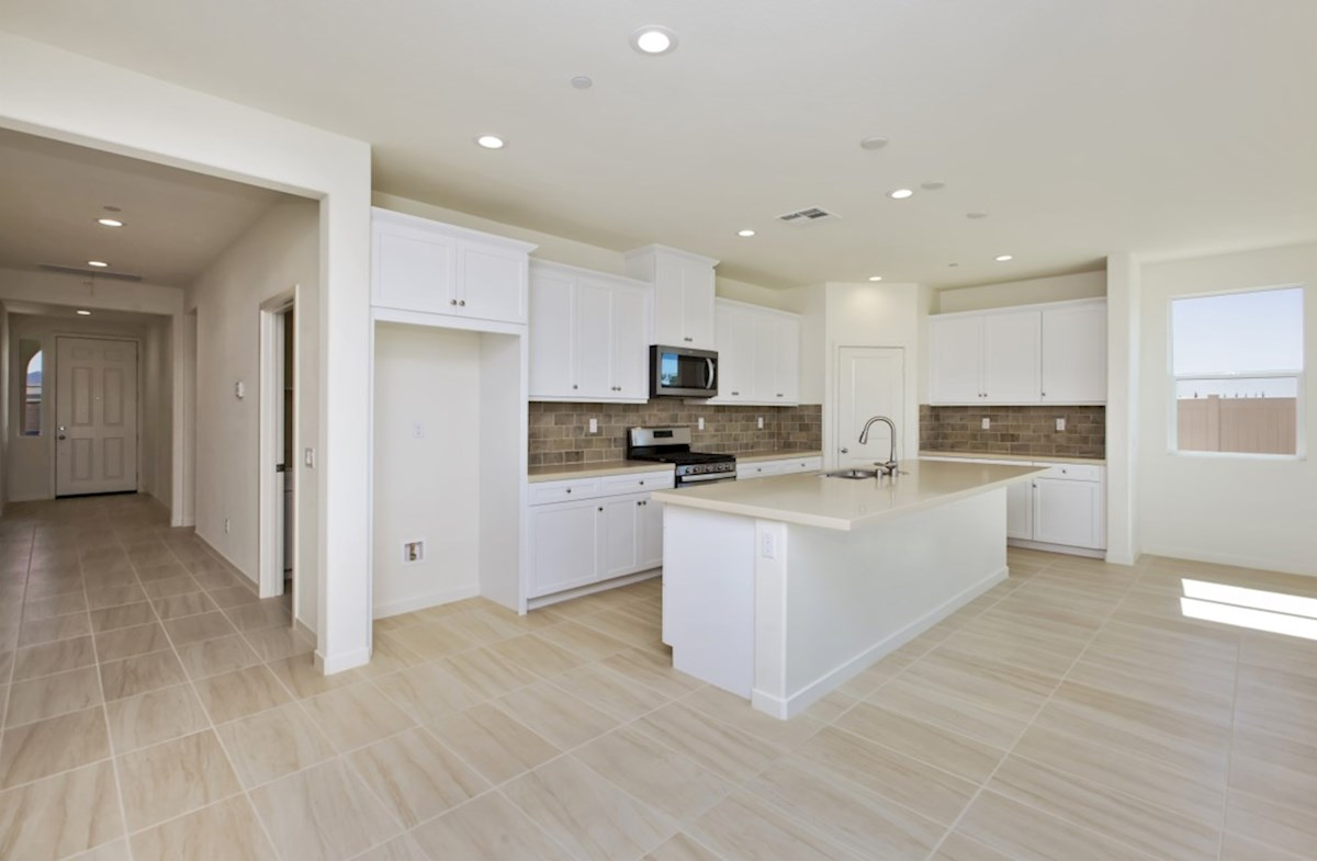 Napa quick move-in enjoy casual dining in open-concept kitchen