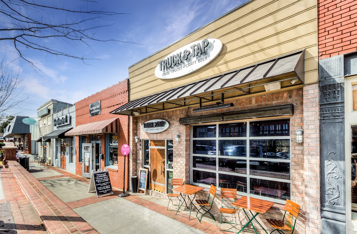 Walkability to Downtown Woodstock Restaurants