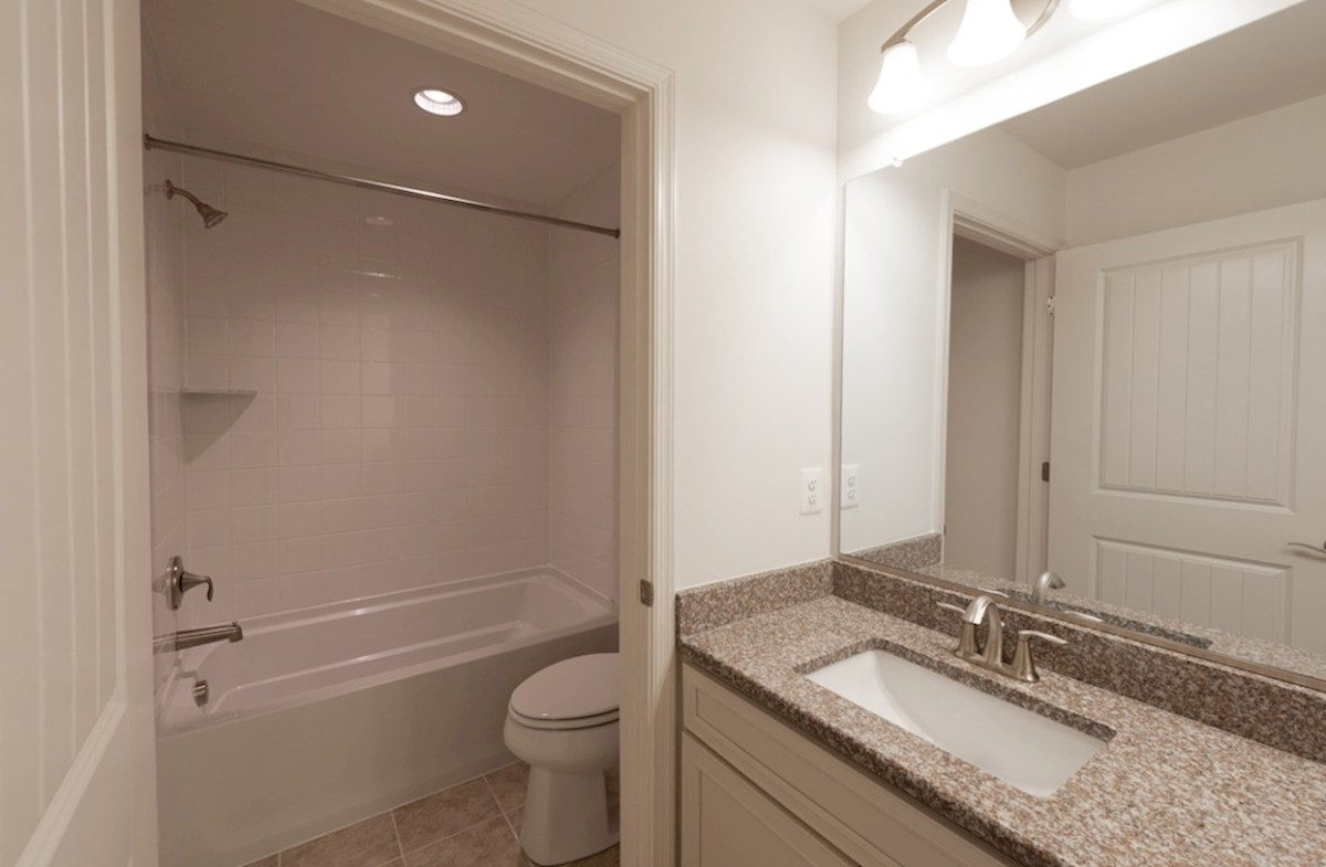 Fenwick quick move-in Private secondary bathroom for guests