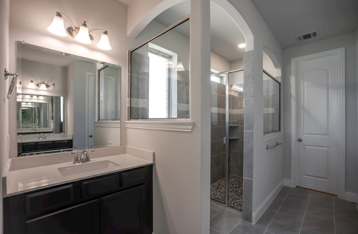 Richland quick move-in master bathroom with soaking tub and walk-in shower