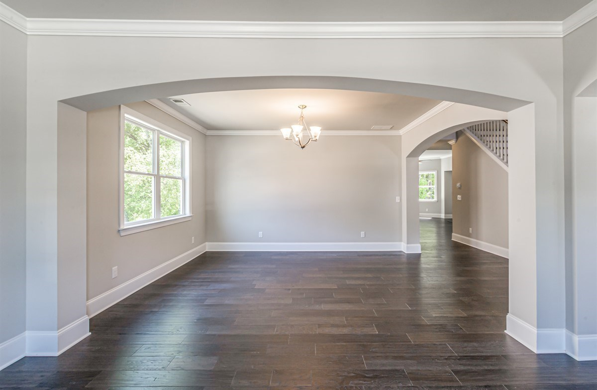 Laurelwood quick move-in Dining Room with hardwood floors